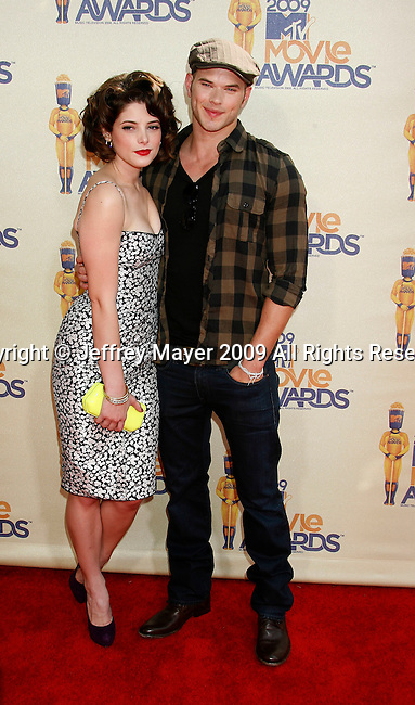 UNIVERSAL CITY, CA. - May 31: Actors Ashley Greene and Kellan Lutz arrive at the 2009 MTV Movie Awards held at the Gibson Amphitheatre on May 31, 2009 in Universal City, California.
