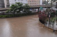 SAO PAULO, 19 DE FEVEREIRO DE 2013. - ALAGAMENTO ANHANGABAU - Chuva forte causa alagamento no Anhangabau, saida para as Avenidas Nove de Julho e 23 de Maio, altura do Terminal Bandeira, na tarde desta terca feira, 19, regiao central da capital. (FOTO: ALEXANDRE MOREIRA / BRAZIL PHOTO PRESS).