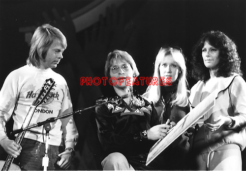 JOHN DENVER and ABBA 1979 United Nations.© Chris Walter.