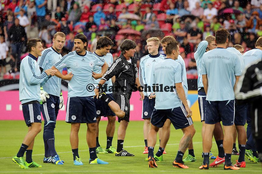 Bundestrainer Joachim Loew mit seiner Mannschaft - Oeffentliches Training der Deutschen Nationalmannschaft, Coface Arena Mainz