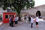 Festival Uzes Danse 2010<br /> RENCONTRE - DEBAT:ESPACES/MOUVEMENTS<br /> (LA DANSE NE MANQUE PAS D'AIRES)<br /> Ambiance, Public du festival.<br /> Uzès<br /> © Laurent Paillier / photosdedanse.com<br /> All rights reserved