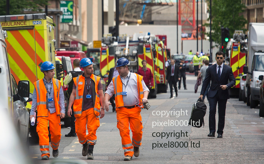 Fire as The Shard building in Central London<br /> <br /> Evacuation of surrounding buildings was continuing.<br /> <br /> <br /> <br /> <br /> <br /> Pic by Gavin Rodgers/Pixel 8000 Ltd
