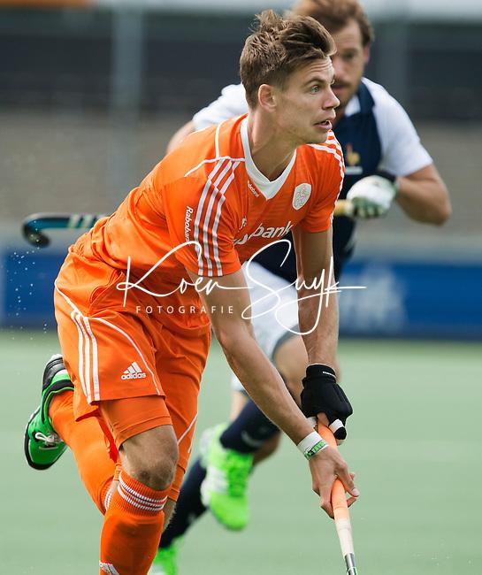 AMSTELVEEN - Neth. - Sander de Wijn  tijdens de interland wedstrijd tussen de mannen van Nederland en Frankrijk (8-1), ter voorbereiding van het EK . COPYRIGHT KOEN SUYK