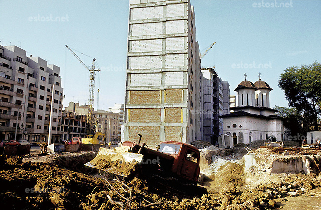 ROMANIA, Bucharest, Mosilor Av., May 1983..Olari Church after have been moved and hidden behind a block of flats..ROUMANIE, Bucarest, Avenue Mosilor,  mai 1983..L'église Olari après avoir été déplacée et cachée derrière un nouveau bâtiment d'habitations..© Andrei Pandele / EST&OST