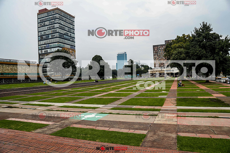 National Autonomous University of Mexico. esplanade of the UNAM rectory. University campus. Mexico City. (Photo: Luis Gutierrez / NortePhoto.com)<br /> <br /> <br /> Universidad Nacional Autónoma de México. explanada de la rectoria UNAM. Campus universitario. Ciudad de Mexico. (Foto: Luis Gutierrez / NortePhoto.com)