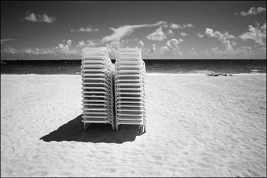 "From ""The machine to live in"" series. Miami Beach, 2009"