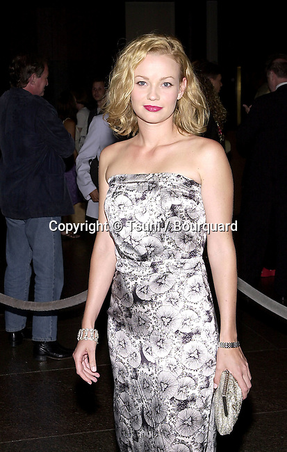 Samantha Mathis arriving at the premiere of Mist of Avalon at the Director Guild of America in Los Angeles. The Mist of Avalon is the legendary story of Camelot seen through the eyes of the women who wielded power behind King Arthur throne. June 25, 2001  © Tsuni          -            MathisSamantha27.jpg