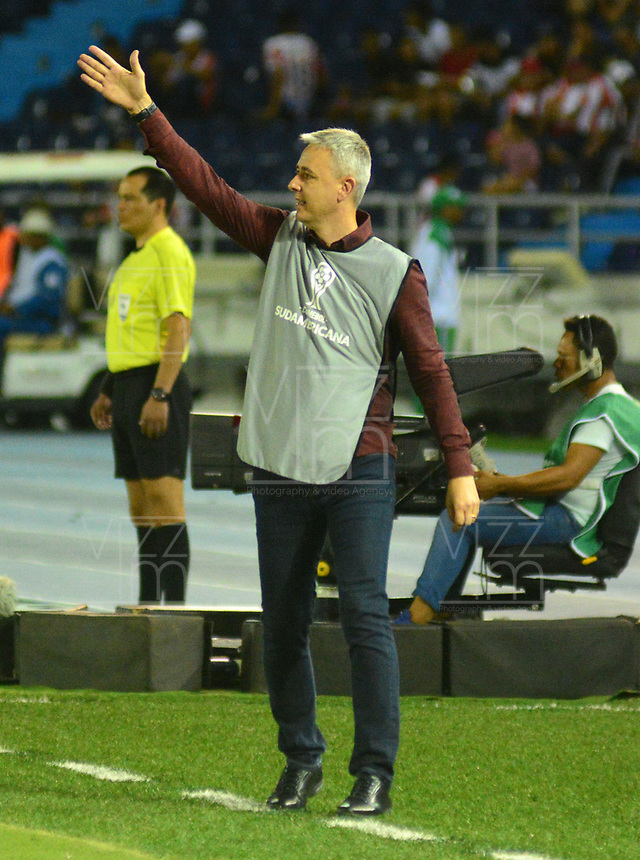 BARRANQUIILLA - COLOMBIA, 05-12-2018:Tiago Nunez, técnico del Paranaense, gesticula durante el encuentro entre Atlético Junior de Colombia e Atlético Paranaense de Brasil por la final, ida, de la Copa CONMEBOL Sudamericana 2018 jugado en el estadio Metropolitano Roberto Meléndez de la ciudad de Barranquilla. / Tiago Nunez, coach of Paranaense, gestures during a final first leg match between Atletico Junior of Colombia and Atlético Paranaense of Brazil as a part of Copa CONMEBOL Sudamericana 2018 played at Roberto Melendez Metropolitan stadium in Barranquilla city Atlético Junior de Colombia y Atlético Paranaense de Brasil en partido por la final, ida, de la Copa CONMEBOL Sudamericana 2018 jugado en el estadio Metropolitano Roberto Meléndez de la ciudad de Barranquilla. / Atletico Junior of Colombia and Atletico Paranaense of Brazil in Final first leg match as a part of Copa CONMEBOL Sudamericana 2018 played at Roberto Melendez Metropolitan stadium in Barranquilla city.  Photo: VizzorImage / Alfonso Cervantes / Cont