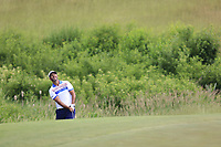 Scott Piercy (USA) chips onto the 4th green during Friday's Round 2 of the 117th U.S. Open Championship 2017 held at Erin Hills, Erin, Wisconsin, USA. 16th June 2017.<br /> Picture: Eoin Clarke | Golffile<br /> <br /> <br /> All photos usage must carry mandatory copyright credit (&copy; Golffile | Eoin Clarke)