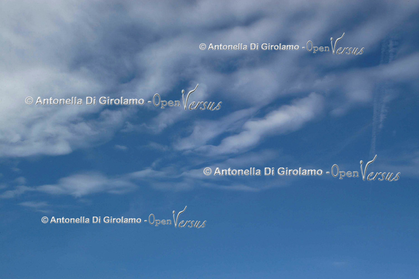 Nuvole nel cielo. Clouds in the sky. ....