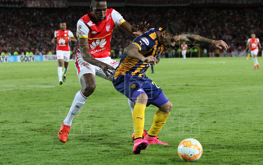BOGOTÁ -COLOMBIA, 25-11-2015. Yerry Mina (Izq) jugador del Independiente Santa Fe de Colombia disputa el balón con Guido Di Vanni  (Der) jugador del Sportivo Luqueño del Paraguay   durante partido por la semifinal F 1 de la Copa Sudamericana  2015 jugado en el estadio Nemesio Camacho El Campín de la ciudad de Bogotá./ Yerry Mina (L) player of Independiente Santa Fe of Colombia  fights for the ball with Guido Di Vanni (R) player of  Sportivo Luqueno of Paraguay during the match for the Copa Sudamericana semifinal F 1- 2015 played at Nemesio Camacho El Campin stadium in Bogotá city. Photo: VizzorImage/ Felipe Caicedo  / Staff