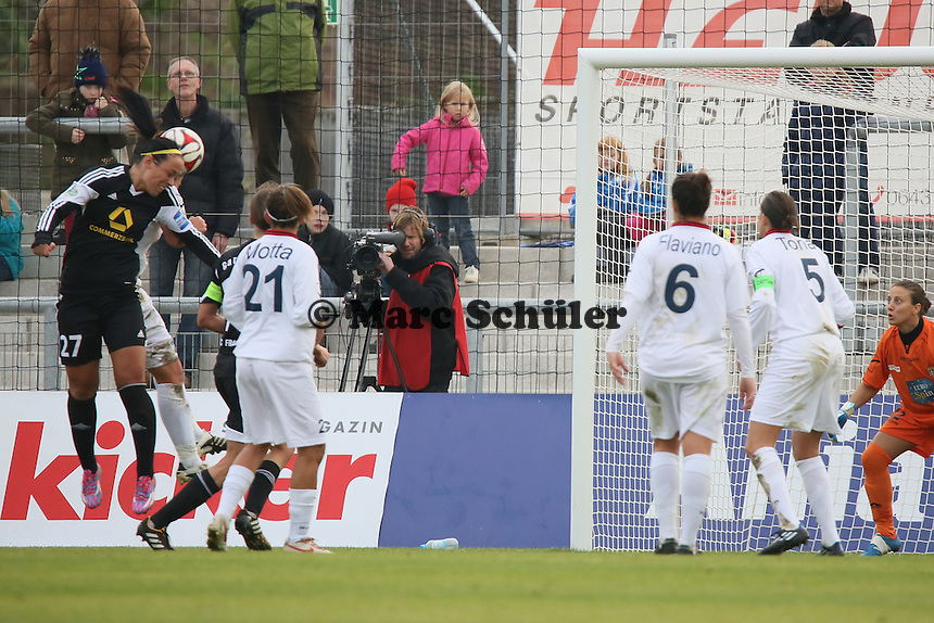 Kopfball Peggy Kuznik (FFC) - 1. FFC Frankfurt vs. ASD Torres Femminile, UEFA Champions League Achtelfinal Hinspiel, Stadion am Brentanobad
