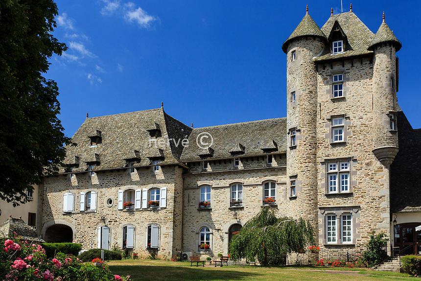 France, Cantal (15), Montsalvy, le château // France, Cantal, Montsalvy, the castle