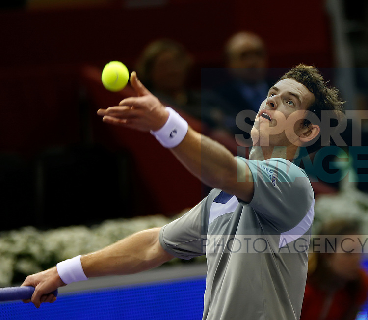 Andy Murray(GBR)  in action against Gael Monfils(FRA) during their q/Final match in the ATP Mutua Madrileña Masters Madrid on Wednesday 17th Oct 2008.