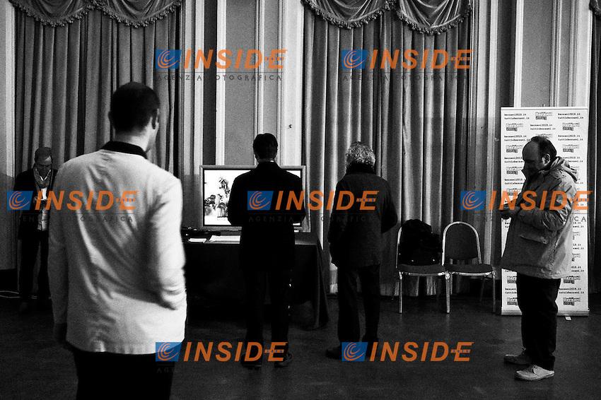 In Tv si seguono le dichiarazioni dei candidati.Roma 2/12/2012 Teatro Capranica. Primarie Centrosinistra. .foto Christian Mantuano Insidefoto