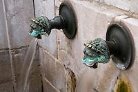 """Europe/France/Aquitaine/40/Landes/ Dax: la Fontaine Chaude appelée aussi """" Fontaine de la Néhe"""" d'ou jaillit une eau   à 64° utilisée en thermalisme"""