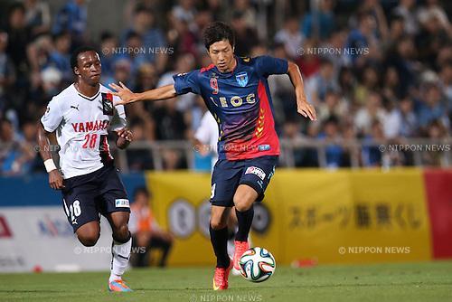 (L to R) <br /> Tinga (Jubilo), <br /> Masaru Kurotsu (Yokohama FC), <br /> JULY 26, 2014 - Football /Soccer : <br /> 2014 J.LEAGUE Division 2 <br /> between Yokohama FC 4-0 Jubilo Iwata <br /> at NHK Spring Mitsuzawa Football Stadium, Kanagawa, Japan. <br /> (Photo by AFLO SPORT) [1205]