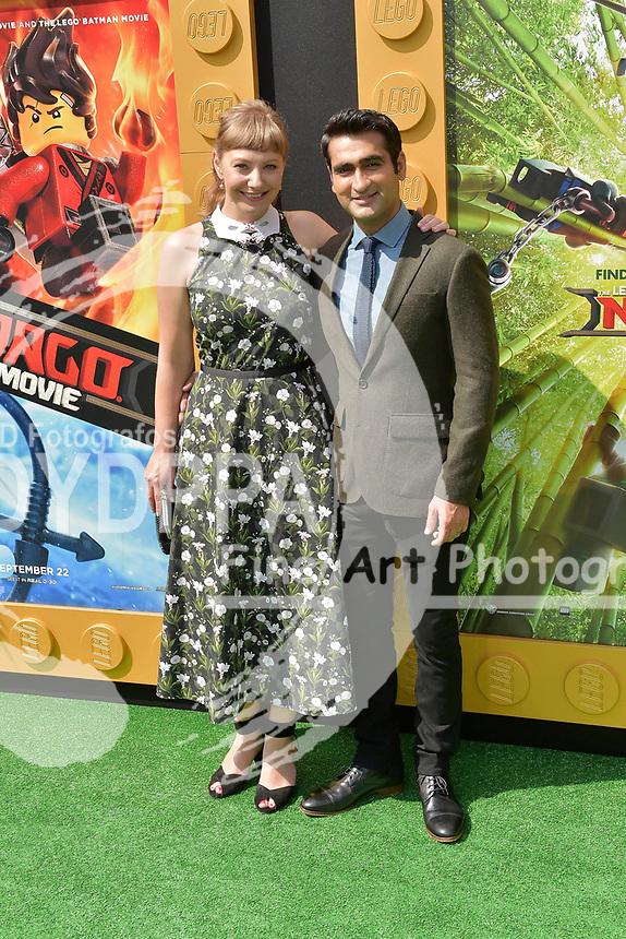 Emily V. Gordon und Kumail Nanjiani bei der Premiere des Kinifilme 'The LEGO Ninjago Movie' im Regency Village Theatre. Westwood, 16.09.2017