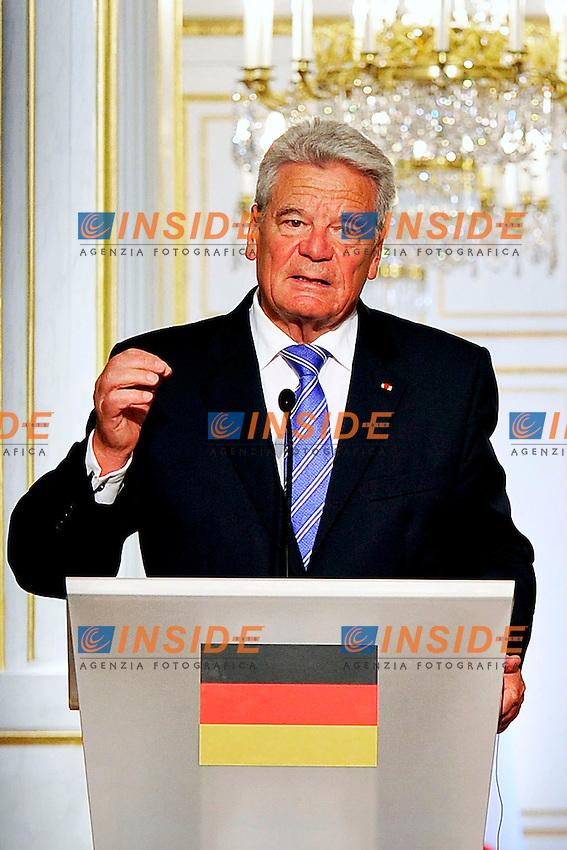 Joachim Gauck<br /> Parigi 03-09-2013 Eliseo, Incontro tra il Presidente Francese ed il Presidente della Repubblica di Gemania.<br /> Photo Gerard Roussel  PANORAMIC Insidefoto<br /> ITALY ONLY