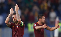 Calcio, Serie A: Roma vs Inter. Roma, stadio Olimpico, 2 ottobre 2016.<br /> Roma's Daniele De Rossi greets fans at the end of an the Italian Serie A football match between Roma and FC Inter at Rome's Olympic stadium, 2 October 2016. Roma won 2-1.<br /> UPDATE IMAGES PRESS/Isabella Bonotto