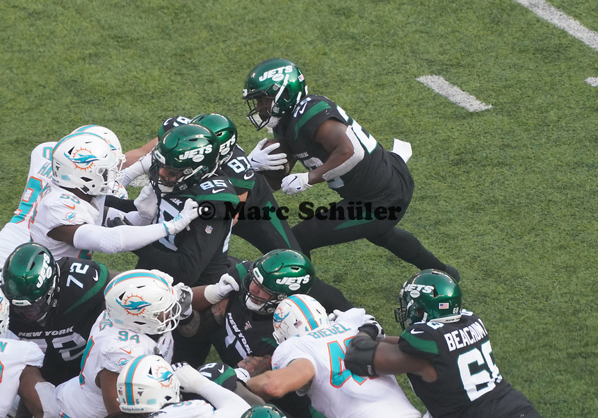 running back Bilal Powell (29) of the New York Jets setzt sich durch - 08.12.2019: New York Jets vs. Miami Dolphins, MetLife Stadium New York