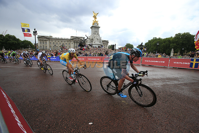 The riders including Chris Froome (GBR) Team Sky and Yellow Jersey Vincenzo Nibali (ITA) Astana round the final bend at Buckingham Palace at the end of Stage 3 of the 2014 Tour de France running 155km from Cambridge to London. 7th July 2014.<br /> Picture: Eoin Clarke www.newsfile.ie