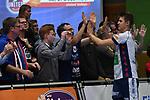 18.11.2017,  Lueneburg GER, VBL, SVG Lueneburg vs TV Rottenburg im Bild die Lueneburger Mannschaft jubelt mit den Fans/ Foto © nordphoto / Witke
