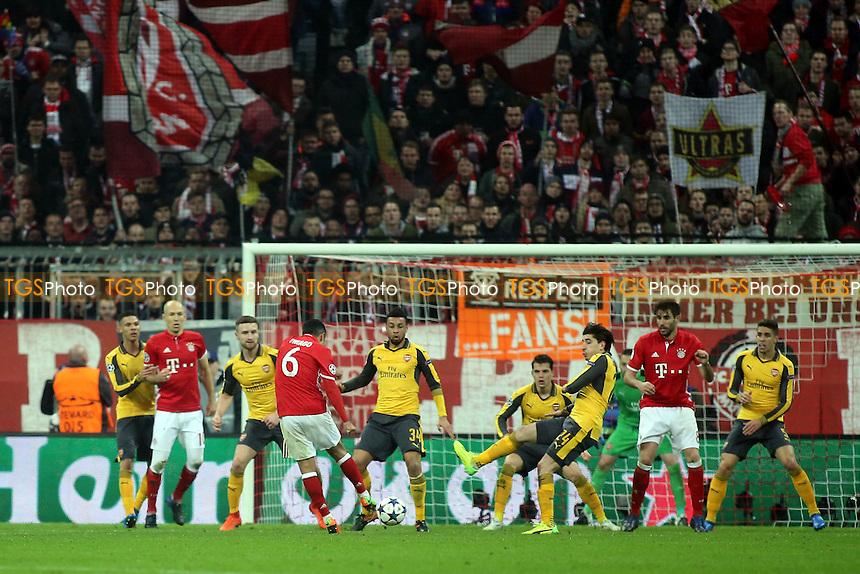 Thiago Alcantara scores Bayern Munich's 4th goal during FC Bayern Munich vs Arsenal, UEFA Champions League Football at the Allianz Arena on 15th February 2017