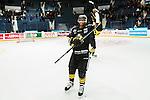 Stockholm 2015-01-04 Ishockey Hockeyallsvenskan AIK - Vita H&auml;sten :  <br /> AIK:s Yared Hagos firar segern mot Vita H&auml;sten efter matchen mellan AIK och Vita H&auml;sten <br /> (Foto: Kenta J&ouml;nsson) Nyckelord:  AIK Gnaget Hockeyallsvenskan Allsvenskan Hovet Johanneshov Isstadion Vita H&auml;sten jubel gl&auml;dje lycka glad happy