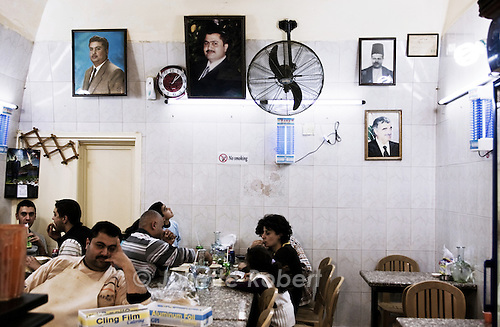 Portraits de politiques dans un restaurant de Saïda - Portraits of political men in a restaurant in Sidon