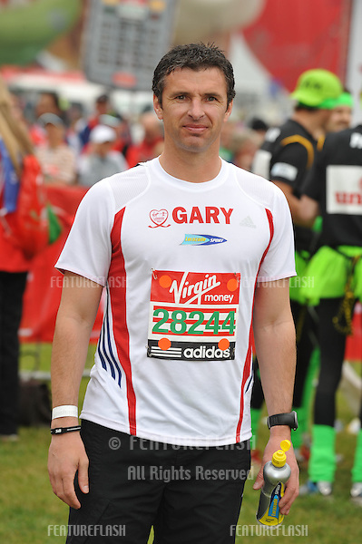 Gary Speed at the 2010 London Marathon, Greenwich, London. 25/04/2010  Picture by:  Steve Vas / Featureflash