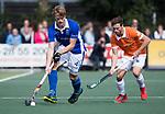UTRECHT - Jip Jansen (Kampong) met Roel Bovendeert (Bldaal)   tijdens de hockey hoofdklasse competitiewedstrijd heren:  Kampong-Bloemendaal (3-3). COPYRIGHT KOEN SUYK