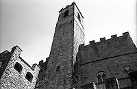 """Poppi, paese in provincia di Arezzo annoverato tra """"i borghi più belli d'Italia"""". Il castello dei Conti Guidi --- Poppi, small village in the province of Arezzo rated within the """"most beautiful villages in Italy"""". The Castle of Conti Guidi"""