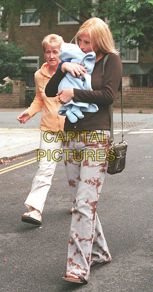 ***EXCLUSIVE***.10/07/2001: LONDON.NICOLE APPLETON AND LIAM GALLAGHER AND BABY GENE LEAVE FOR THE PORTLAND CLINIC FOR A CHECK UP. WITH GRANDMA PEGGY.*PLEASE CREDIT PHOTOGRAPHER*.TEL: +44 (0)20 7253 1122.sales@capitalpictures.com.www.capitalpictures.com.paparazzi pix, celeb parent.(SD59).© Capital Pictures