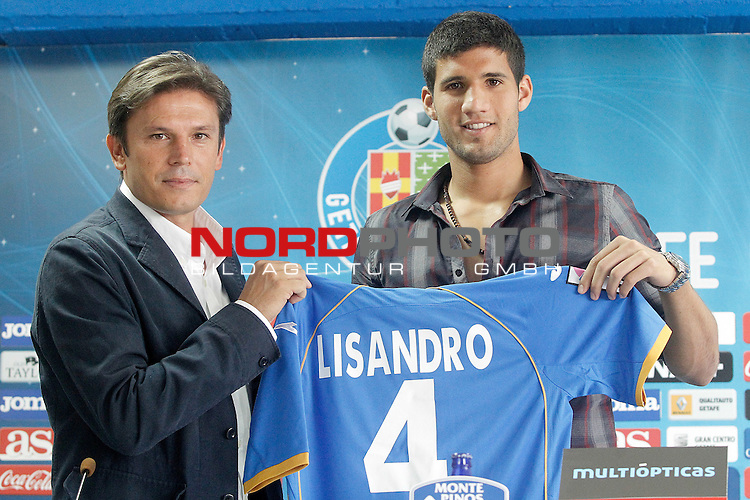 Getafe's new player Lisandro Ezequiel Lopez with the General Manager Toni Munoz (l) during his official presentation. September 3, 2013. Foto © nph / Acero)