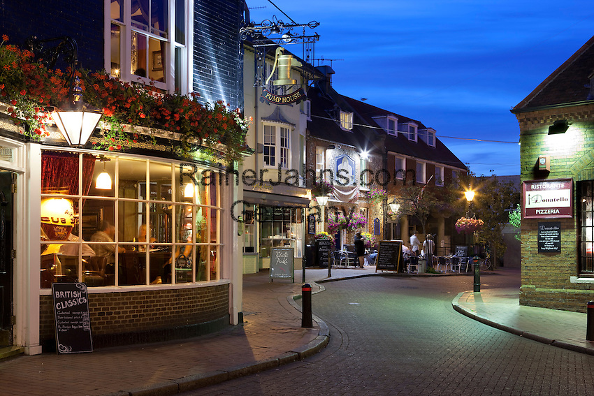 Great Britain, England, East Sussex, Brighton: Evening restaurant scene in The Lanes area