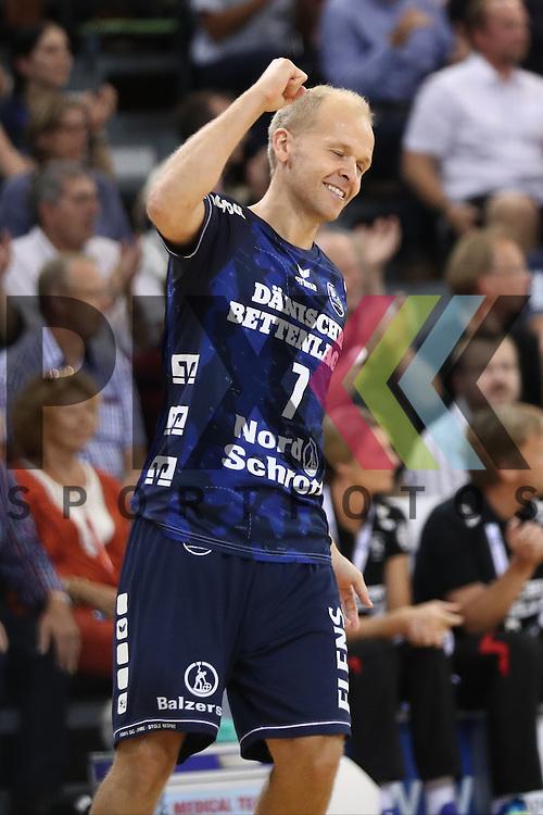 Flensburg, 21.09.16, Sport, Handball, DKB Handball Bundesliga, Saison 2016/2017, 5. Spieltag,  SG Flensburg-Handewitt - MT Melsungen : Jubel / Torjubel bei Anders Eggert (SG Flensburg-Handewitt, #07)<br /> <br /> Foto &copy; PIX-Sportfotos *** Foto ist honorarpflichtig! *** Auf Anfrage in hoeherer Qualitaet/Aufloesung. Belegexemplar erbeten. Veroeffentlichung ausschliesslich fuer journalistisch-publizistische Zwecke. For editorial use only.