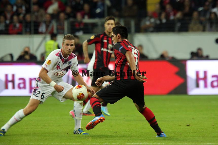 Gregory Sertic (Bordeaux) gegen Carlos Zambrano (Eintracht) - 1. Spieltag der UEFA Europa League Eintracht Frankfurt vs. Girondins Bordeaux
