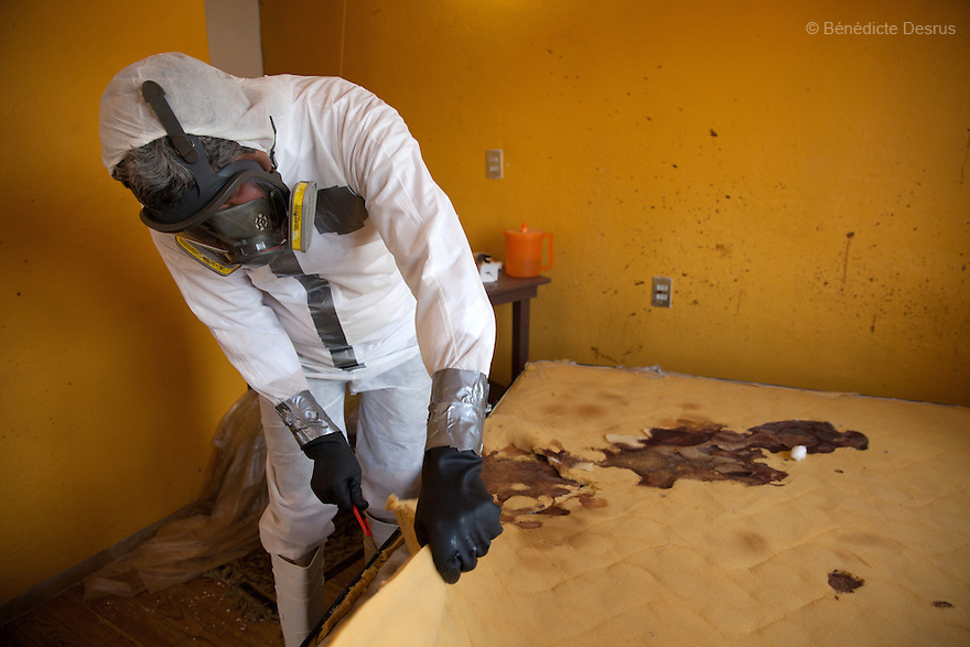 """Donovan carries out a forensic cleaning of the scene of an unsolved homicide in Cuernavaca, Morelos – one of Mexico's most dangerous cities on August 7, 2015. The 66-year-old victim was a retired economics lecturer from the local university, and was killed in January of this year. The cleanup took place eight months later. The victim's family has since moved away to avoid further trouble. They remarked that justice is slow in Mexico and expressed dissatisfaction with the police investigation, but appreciated Donovan's discretion and professionalism. Donovan Tavera, 43, is the director of """"Limpieza Forense México"""", the country's first and so far the only government-accredited forensic cleaning company. Since 2000, Tavera, a self-taught forensic technician, and his family have offered services to clean up homicides, unattended death, suicides, the homes of compulsive hoarders and houses destroyed by fire or flooding. Despite rising violence that has left 70,000 people dead and 23,000 disappeared since 2006, Mexico has only one certified forensic cleaner. As a consequence, the biological hazards associated with crime scenes are going unchecked all around the country. Photo by Bénédicte Desrus"""