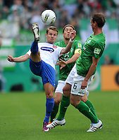 FUSSBALL   DFB POKAL   SAISON 2011/2012  1. Hauptrunde FC Heidenheim - Werder Bremen              30.07.2011 Christian Essig (1 FC Heidenheim 1846) gegen Clemens Fritz (SV Werder Bremen) gegen Tim Borowski (SV Werder Bremen)