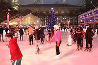 NOVA YORK, EUA, 21.12.2018 - TURISMO-EUA - Pista de patinação no gelo do Bryant Park na ilha da Manhattan na cidade de Nova York nesta sexta-feira, 21. (Foto: William Volcov/Brazil Photo Press)