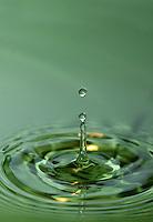 In water vallende druppels
