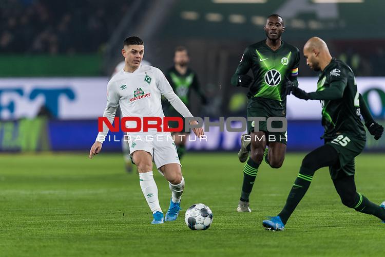 01.12.2019, Volkswagen Arena, Wolfsburg, GER, 1.FBL, VfL Wolfsburg vs SV Werder Bremen<br /> <br /> DFL REGULATIONS PROHIBIT ANY USE OF PHOTOGRAPHS AS IMAGE SEQUENCES AND/OR QUASI-VIDEO.<br /> <br /> im Bild / picture shows<br /> Milot Rashica (Werder Bremen #07), <br /> John Anthony Brooks (VfL Wolfsburg #25), <br /> <br /> Foto © nordphoto / Ewert
