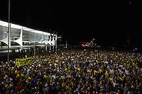 BRASÍLIA, DF, 16.03.2016 – PROTESTO-DF – Após o anúncio da nomeação do ex-presidente, Lula para a pasta de Ministro Chefe da Casa Civil, populares tomaram as ruas em frente ao Palácio do Planalto em Brasília, na noite desta quarta-feira, 16. Os manifestantes pedem a renúncia da presidente Dilma Rousseff e a não nomeação do ex-presidente Lula como ministro. (Foto: Ricardo Botelho/Brazil Photo Press)