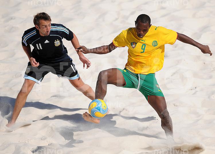 FIFA BEACH SOCCER WORLD CUP 2008 CAMEROON - ARGENTINA   22.07.2008 Ezequiel HILAIRE (ARG, l) against Eric YOPA (CMR).