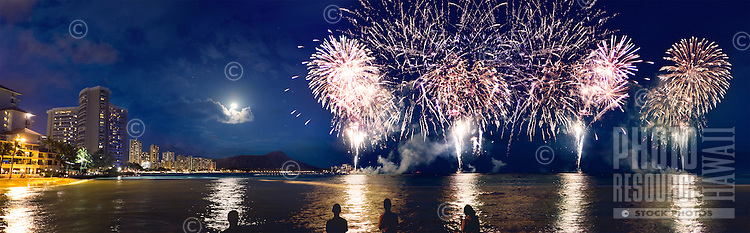 Spectacular Fourth of July fireworks over Diamond Head in Waikiki, O'ahu.