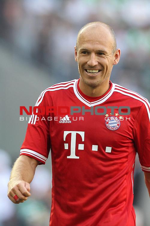 21.07.2013, Borussia Park, Moenchengladbach, GER, Telekom Cup 2013, Borussia M&ouml;nchengladbach vs FC Bayern M&uuml;nchen, im Bild<br /> Arjen Robben (Muenchen #10) lacht / lachen<br /> <br /> Foto &copy; nph / Mueller