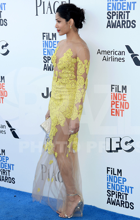 SANTA MONICA, 25.02.20-17 - SPIRIT-AWARDS - Freida Pinto durante Film Independent Spirit Awards em Santa Monica na California nos Estados Unidos (Foto: Gilbert Flores/Brazil Photo Press)
