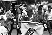 - Torino, stabilimento FIAT Mirafiori, uscita degli operai dal cancello 2 (giugno 1988)....- Turin, FIAT Mirafiori factory, workers entry by gate 2 (June 1988)..