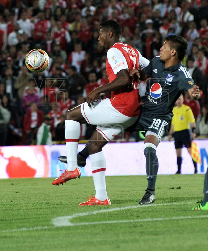 BOGOTA - COLOMBIA - 07-02-2016: Leyvin Balanta (Izq.) jugador de Independiente Santa Fe disputa el balón con Rafael Carrascal (Der.) jugador de Millonarios, durante partido por la fecha 2 entre Independiente Santa Fe y Millonarios de la Liga Aguila I-2016, en el estadio Nemesio Camacho El Campin de la ciudad de Bogota.  / Leyvin Balanta (L) player of Independiente Santa Fe struggles for the ball with Rafael Carrascal (R) player of Millonarios, during a match of the 2 date between Independiente Santa Fe and Millonarios, for the Liga Aguila I -2016 at the Nemesio Camacho El Campin Stadium in Bogota city, Photo: VizzorImage / Luis Ramirez / Staff.